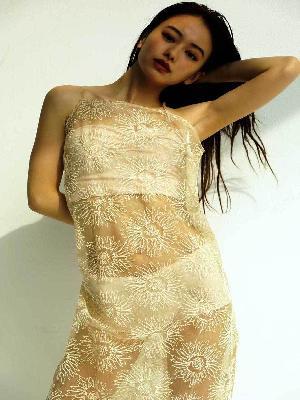 山本舞香、透け衣装でパンティーが丸見えになってるイヤらしいカラダ