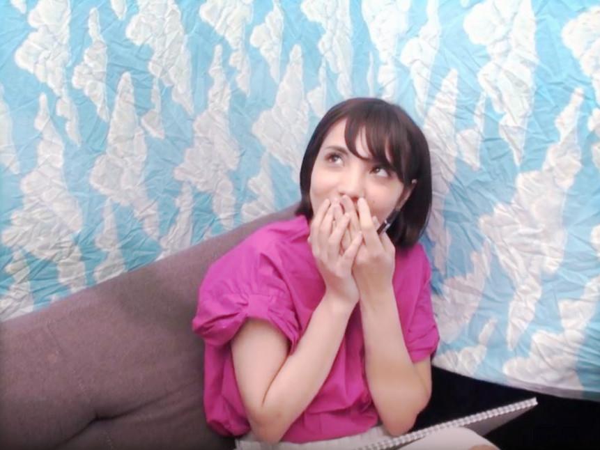 <素人ナンパ企画>「えっ…中はダメだってぇ…♡」静岡産の女子大生をゲット!初めは拒んだのにノリノリで腰振る変態お姉さんw