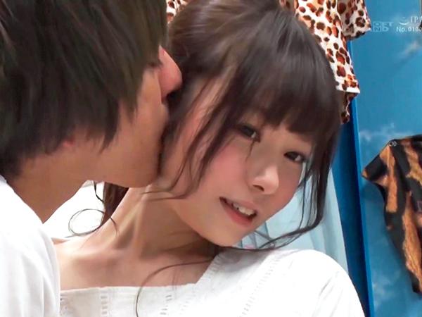 こんなに可愛らしい芸人がね「やだ…早よ挿れて!」イケメン男子のキス&鬼デカチンに逆らえない元気お姉さんw