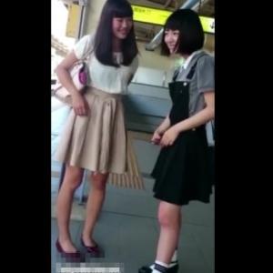【HD盗撮動画】イイやつです!プライベート私服姿であの48系アイドルが登場したパンチラ映像!