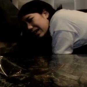 【個人撮影】赤ちゃん連れで…!?カラオケの個室でママさんが他人チンポで悶えてるガチ不倫映像