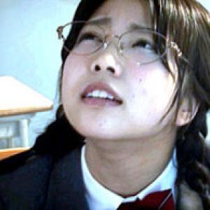 三つ編みメガネの田舎JKが媚薬キメセクに狂いガクガク痙攣イキまくり!戸田真琴