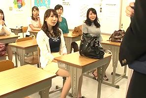 前の学校とは一転、人気者に!定時制に転校したら人妻ばかりで童貞のボクが可愛がられてヤリチンに!