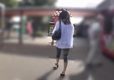 【個人撮影】家族でお出かけ中の子連れママさん、公園のトイレで知らない男に中出しされる…