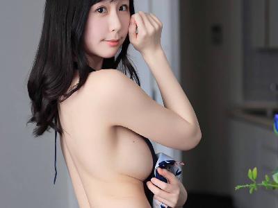 くりえみ、横乳おっぱい丸見え!裸エプロン姿がエロすぎるwwwwwww